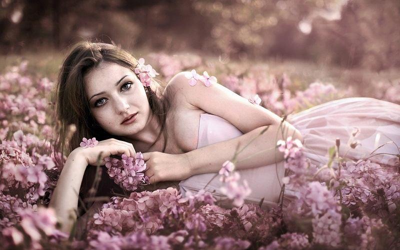 women-flowers_00425429